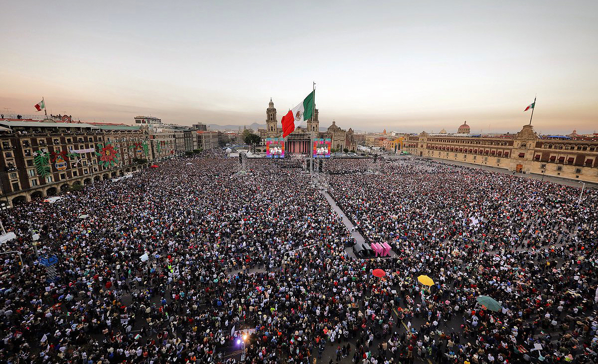 lópez obrador inaugurated surrounded by a multitude for the good